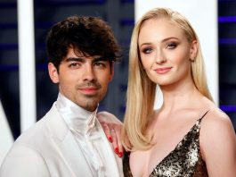 For the first time since becoming parents, Joe Jonas posted a cute photo on Instagram in which he posed with his wife, Sophie Turner.