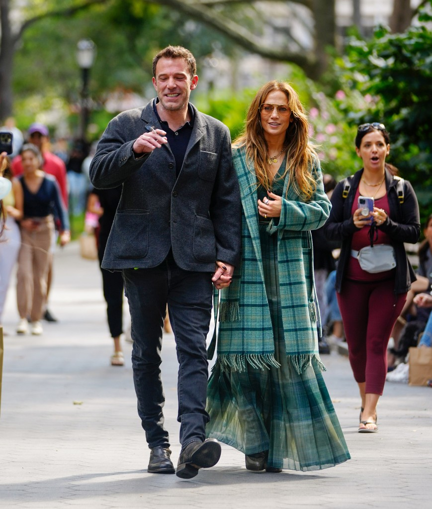 Jennifer Lopez And Ben Affleck Pack On The PDA During A NYC Stroll - SurgeZirc US