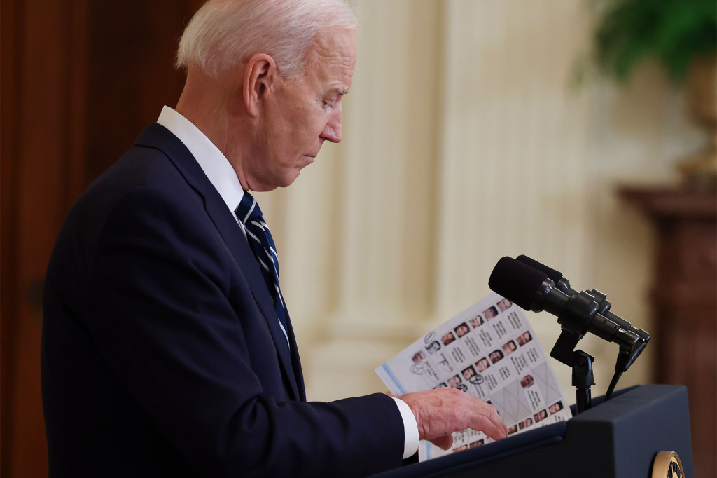 See Cheat Sheets Biden Used During His First Press Conference - SurgeZirc US