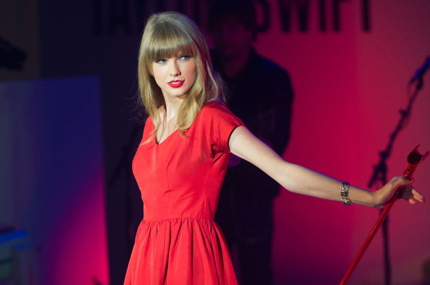 Taylor Swift Got Fans Wondering Why Her New Long Hair - SurgeZirc US